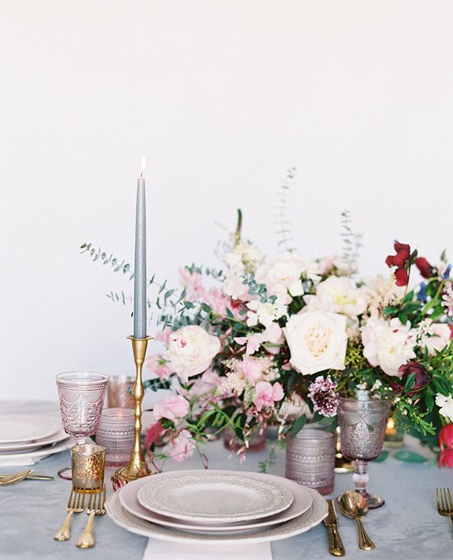Getting so excited for the time to come - time filled with goal setting, new client meetings and inspiration to fill the new year! How are you preparing for 2019?  Photo: @stephaniebrazzle  Floral: @bflive  Rental: @bellaacento  Stationery: @sarahann_design
