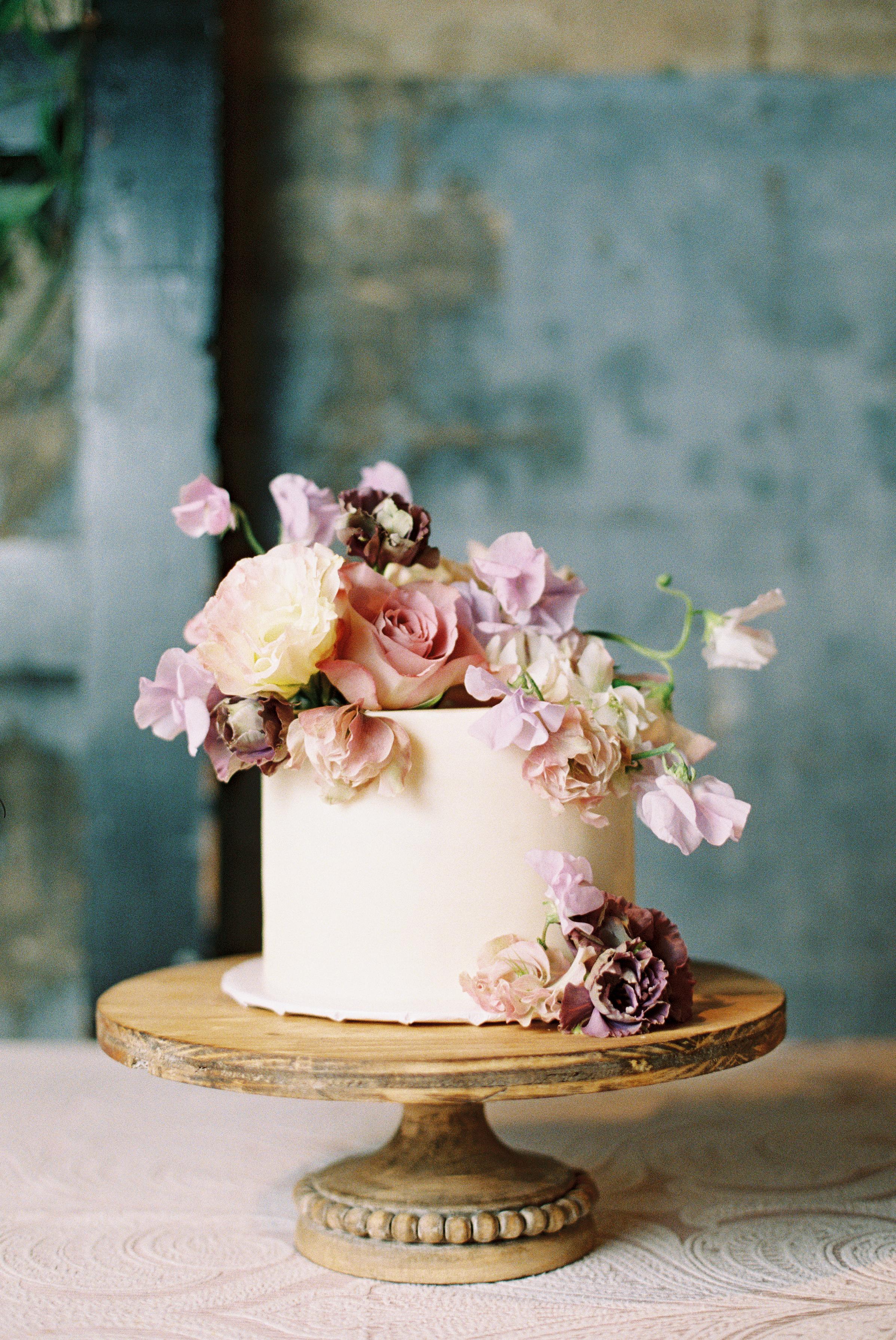 wedding-cake-ivory-and-vine-event-co-dallas-wedding