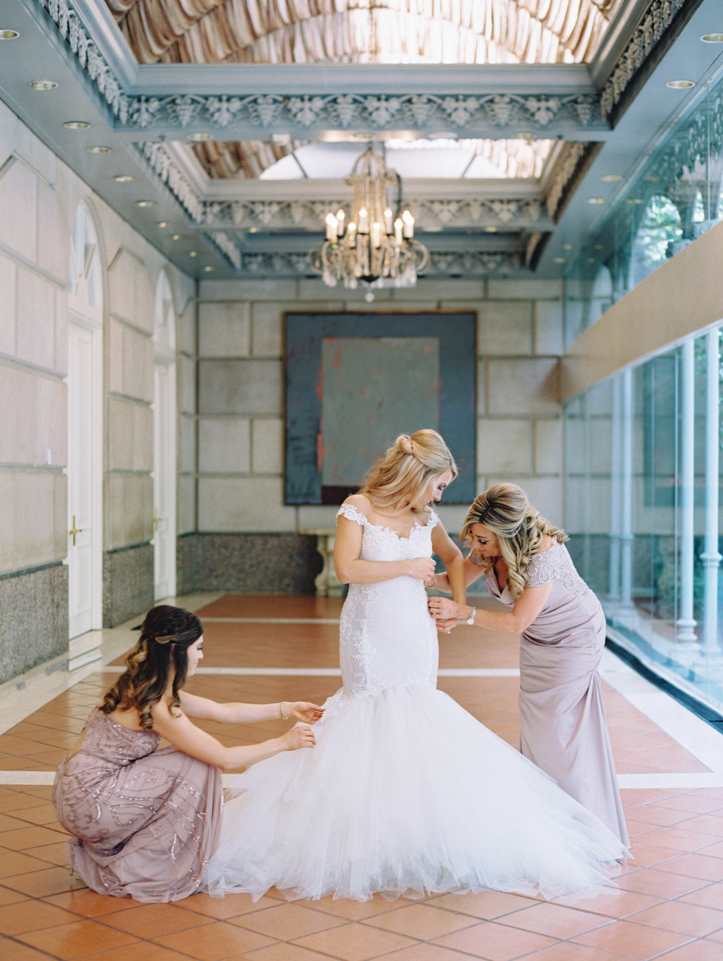 Blakeley-and-her-ladies-putting-on-dress-Ivory-and-Vine.JPG