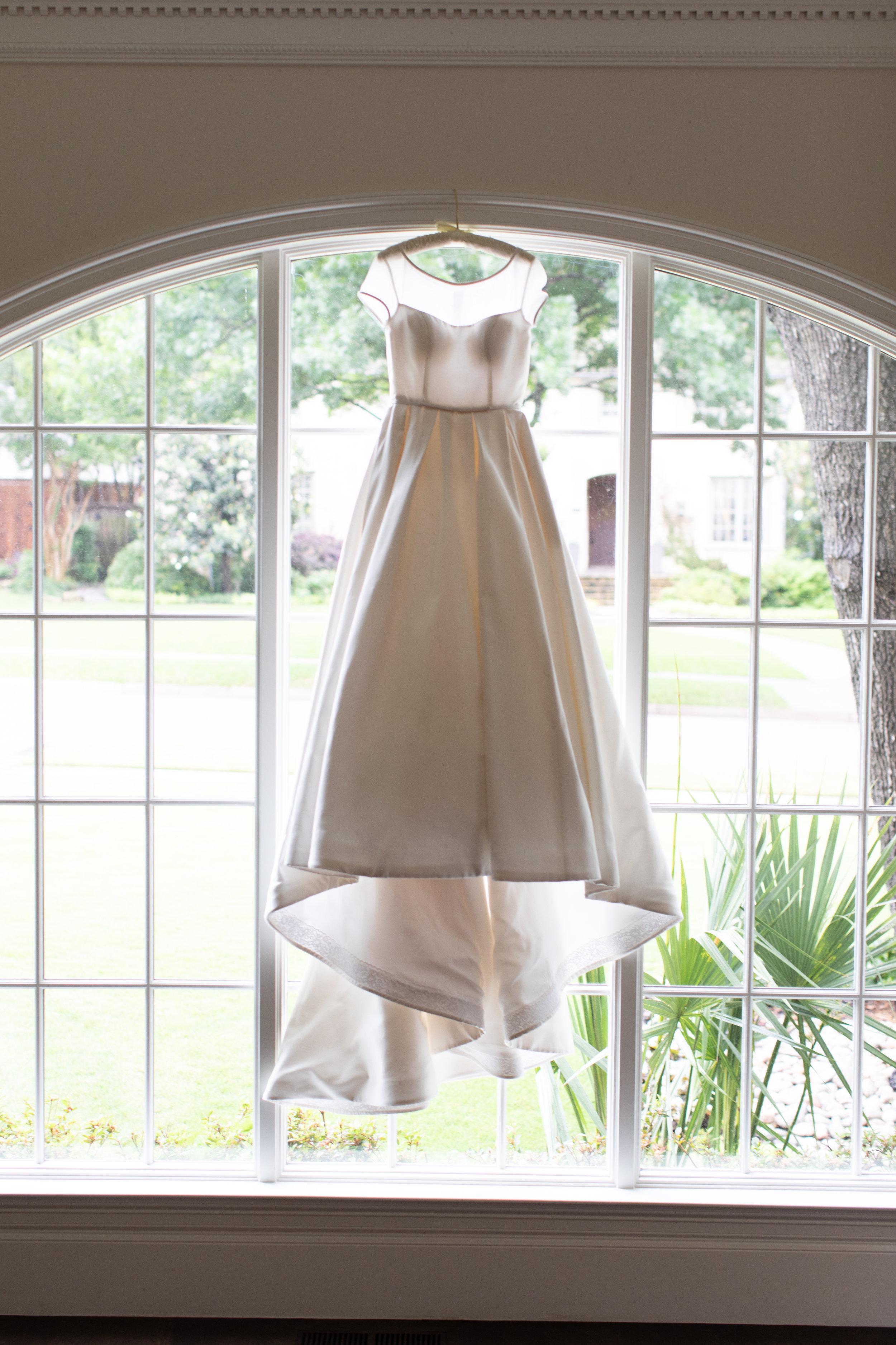 Ana-Dress-The-Dallas-Arboretum-Ivory-and-Vine.jpg