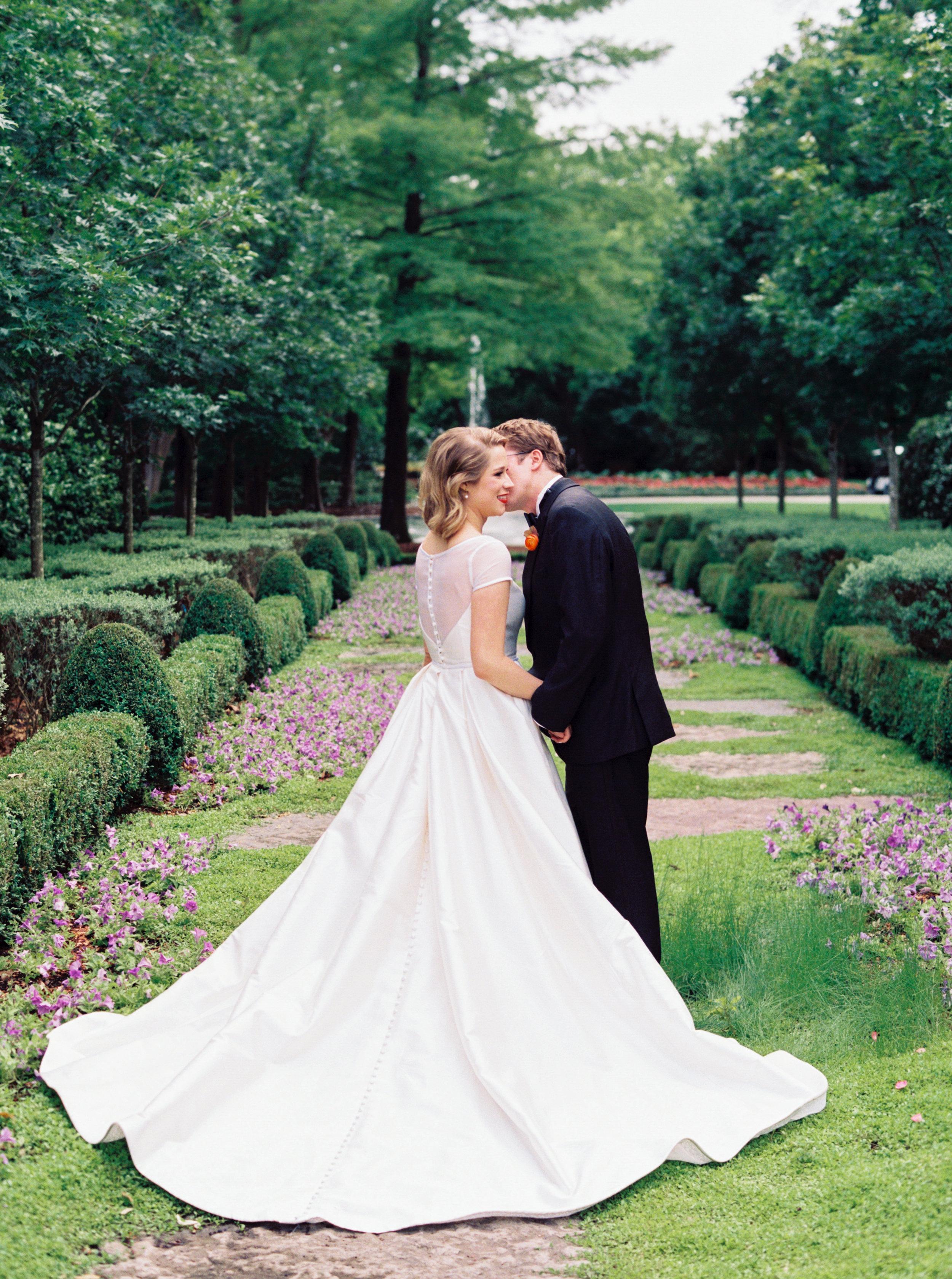 Ana-and-Nick-The-Dallas-Arboretum-Ivory-and-Vine.jpg