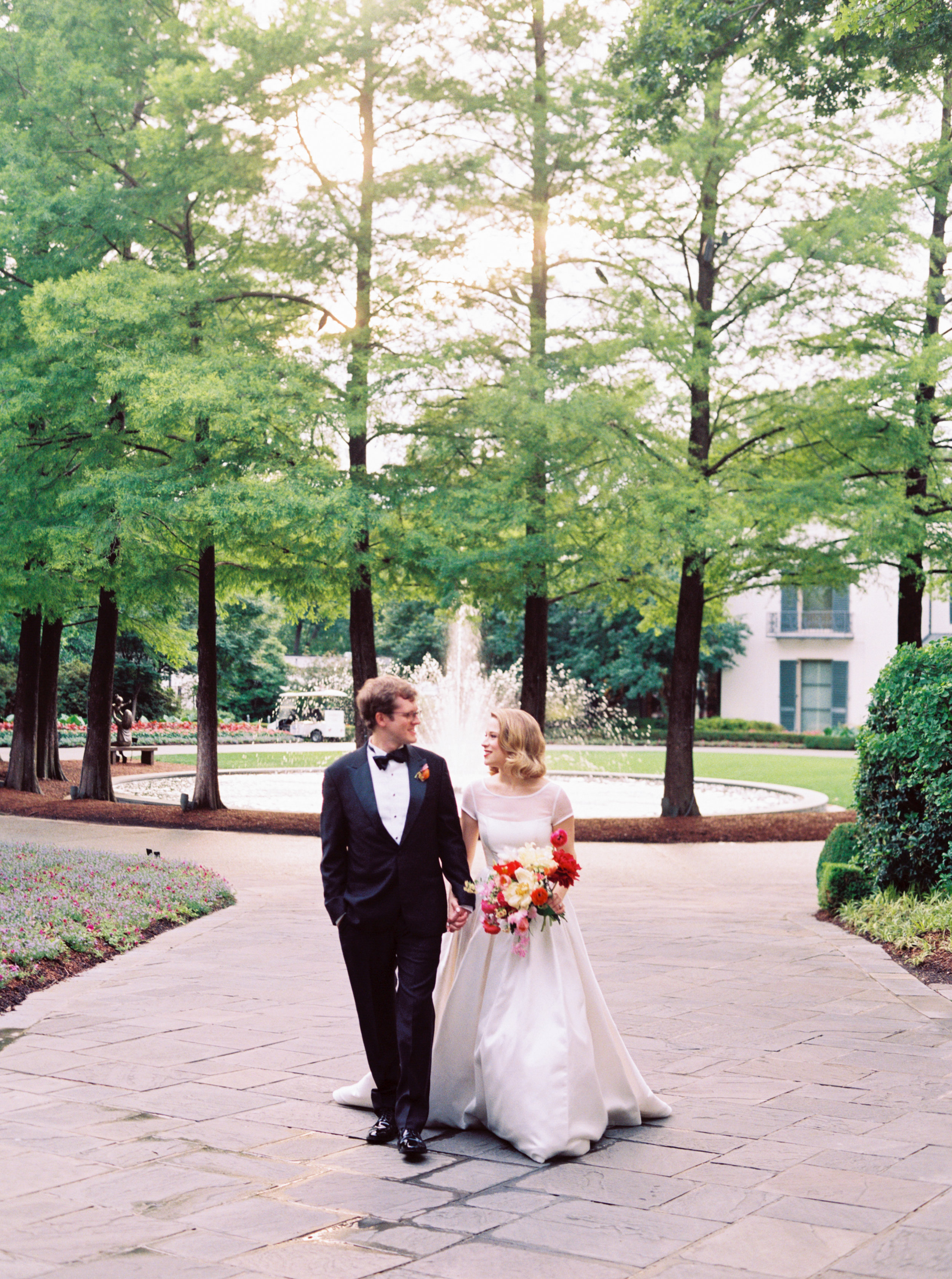 Ana-and-Nick-at-The-Dallas-Arboretum-Ivory-and-Vine.jpg