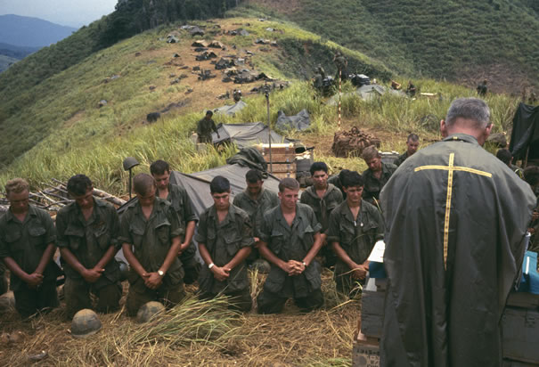 soldiers-pray-with-army-chaplain-vietnam.jpg