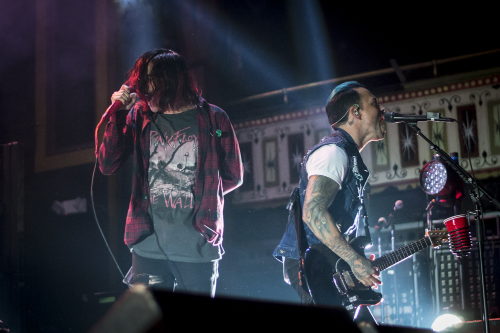 SleepingWithSirens-7.jpg