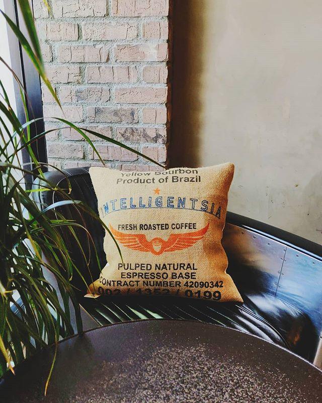 GreenDoor Corners . . . . . #greendoorcoffee#greendoorcarson #greendoorbeverlyhills#intelligentsia #intelligentsiacoffee #southbay #yelpla #artisancoffee #coffeeculture #coffeegram #coffeefix #caffeinefix #thirdwavecoffee #specialtycoffee #coffeeporn #coffeeoftheday #coffeeshots #coffeeshopvibes #livefolk #onthetable #coffeeart #latteart #baristadaily #thehiddenmug#espresso #coffeebeans #coffeeshopcorners