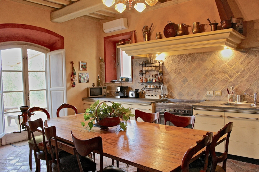 large country kitchen - uncommon in tuscany