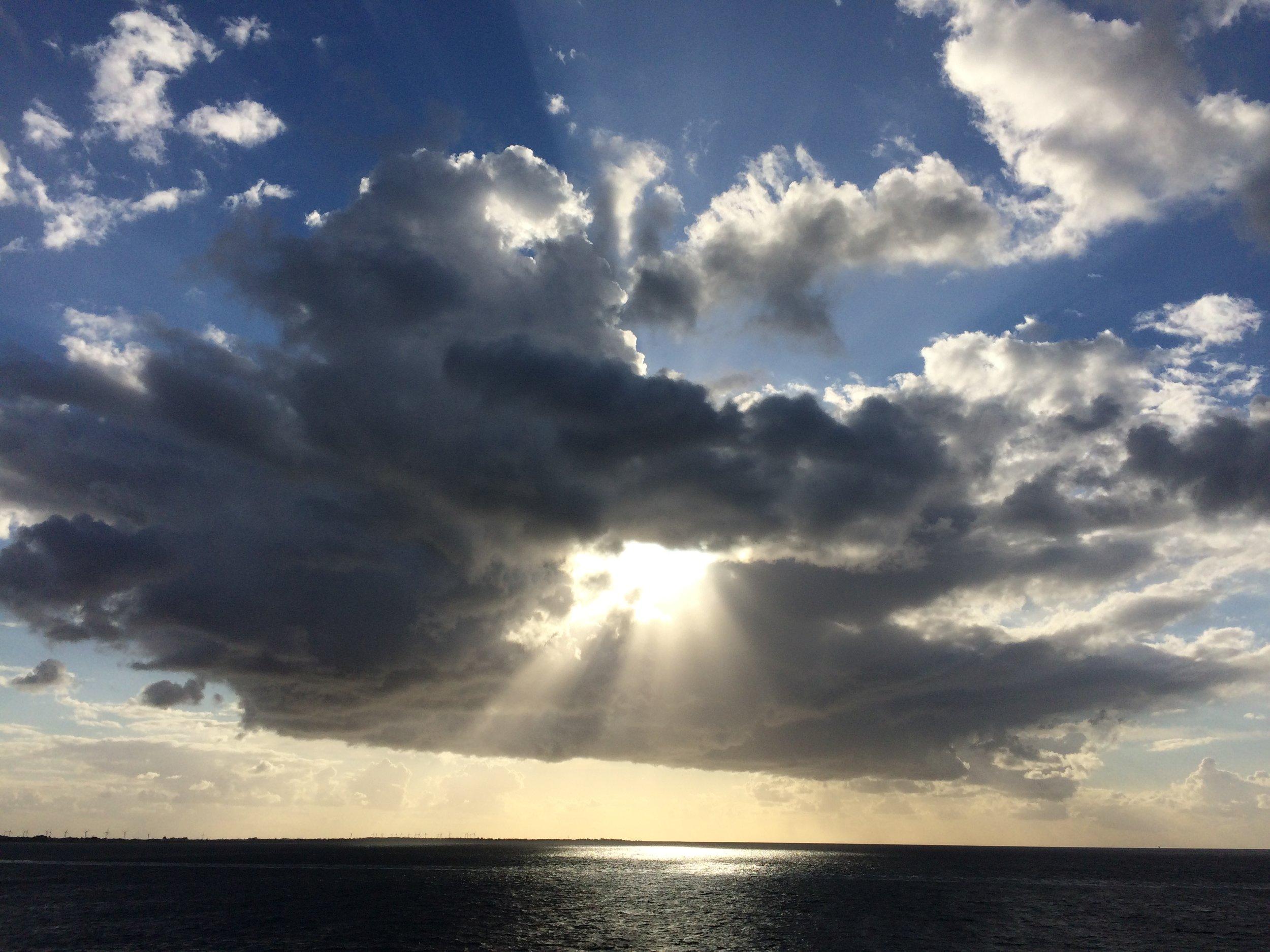 Katharina König Life Coaching_Licht durch Wolke