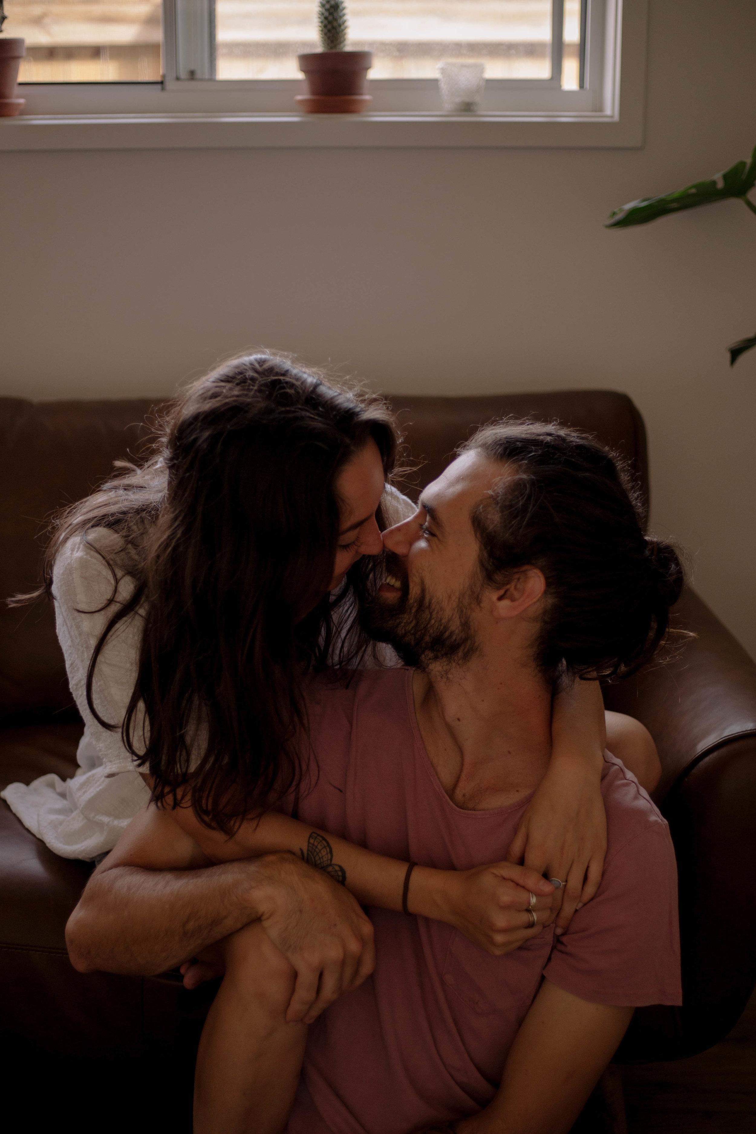 couple kissing, engagement shoot, couples shoot, sunshine coast wedding photographer, couples goals