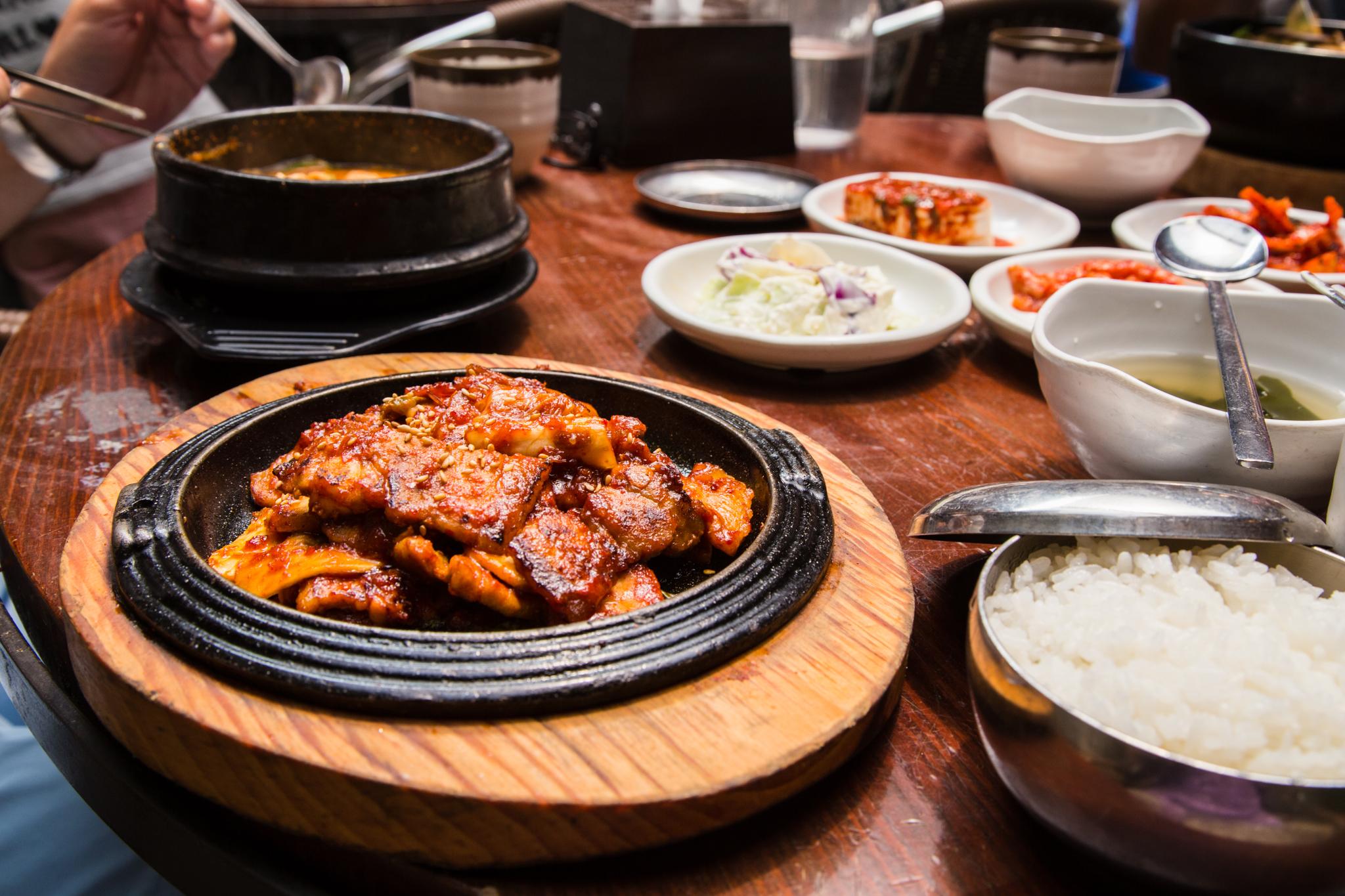 제육볶음 Jeyukbokkeum (Spicy stir fried pork)