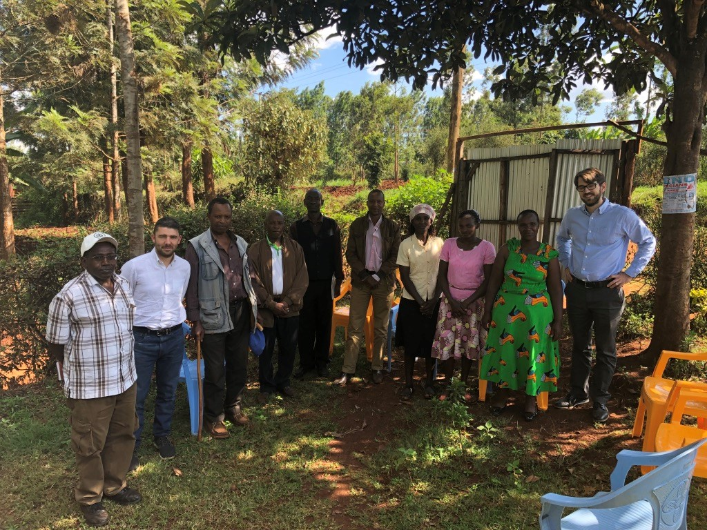 Farmer group in Kiambu county, Daniele, Benjamin and all the way to the left, Samuel Niihia our trusted partner in Kenya.