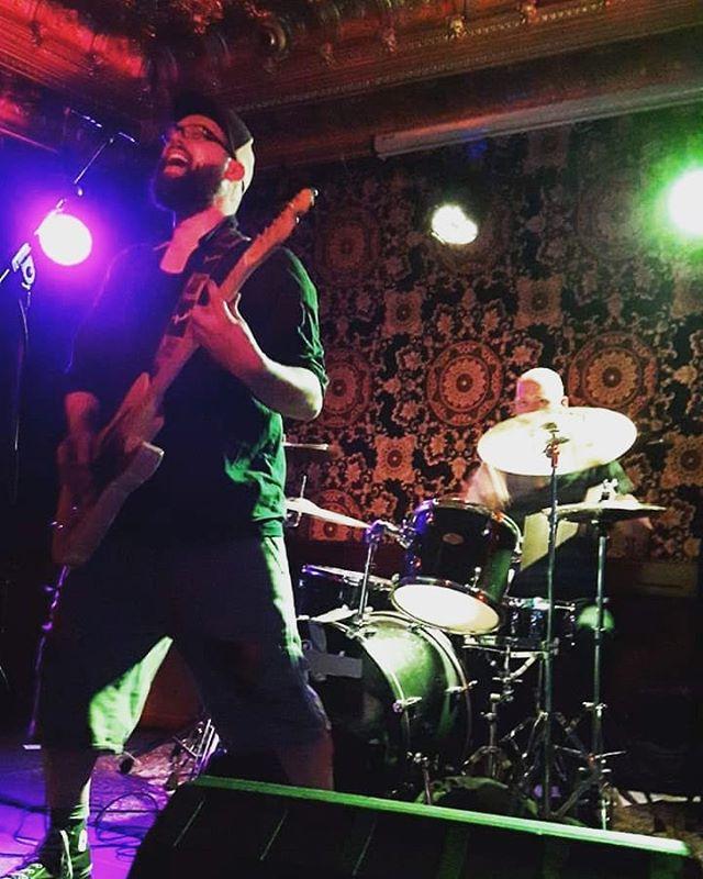 🍻🍻 . . . . . #rockmusic #rockconcert #punkrockmusic #punk #punkrock #music #stoner #stonerrock #alternative #indie #fuzz #drums #weed #guitar #roland #fender #gibson #gretsch #beards #liveshow #alternativerock #love #instagood #musicphotography #cute #bass #photooftheday #instamood #concertphotography #motivation