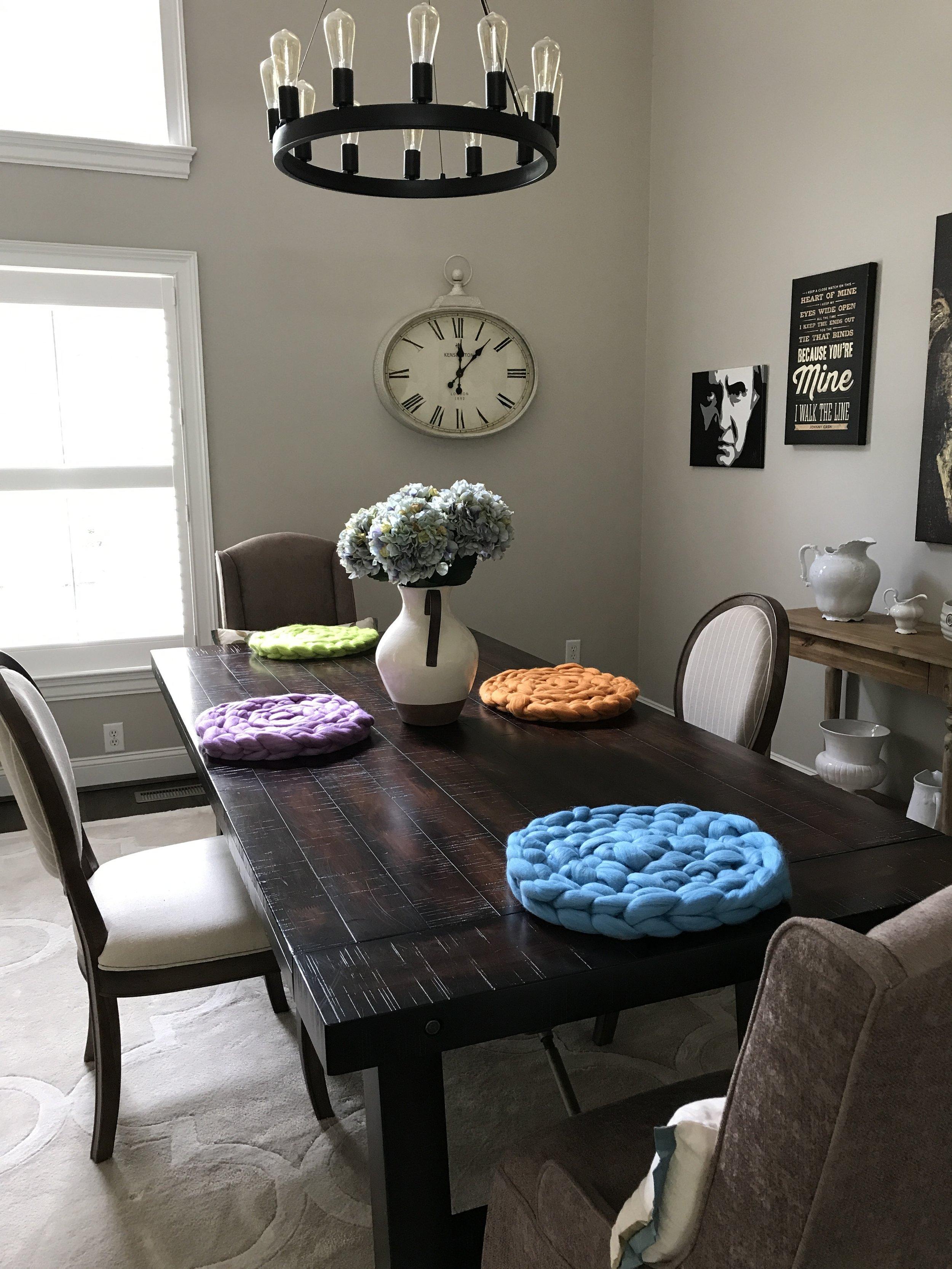 indoor_color_pop_table_mats.JPG
