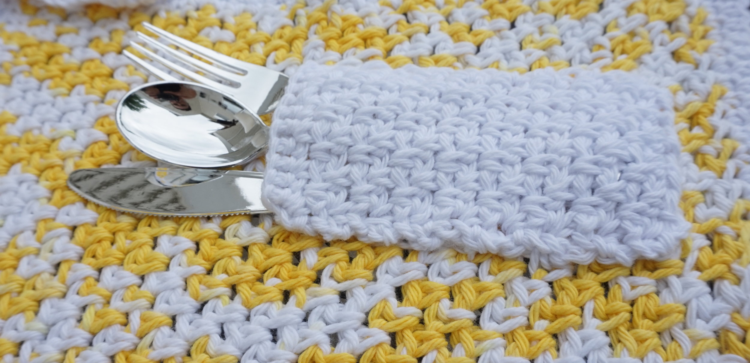 Pocket-placemat-Free-crochet-pattern-pocket-placement.jpg