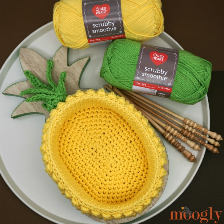 Pineapple-Basket-with-yarn-and-hooks.jpg
