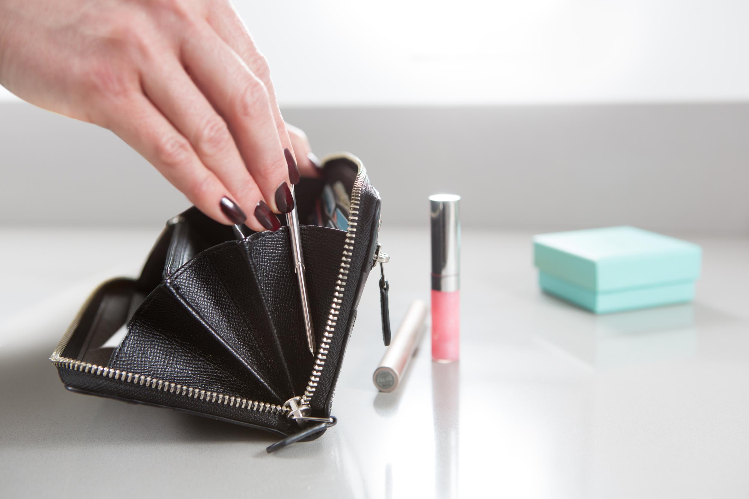 Original Wallet pen-hand
