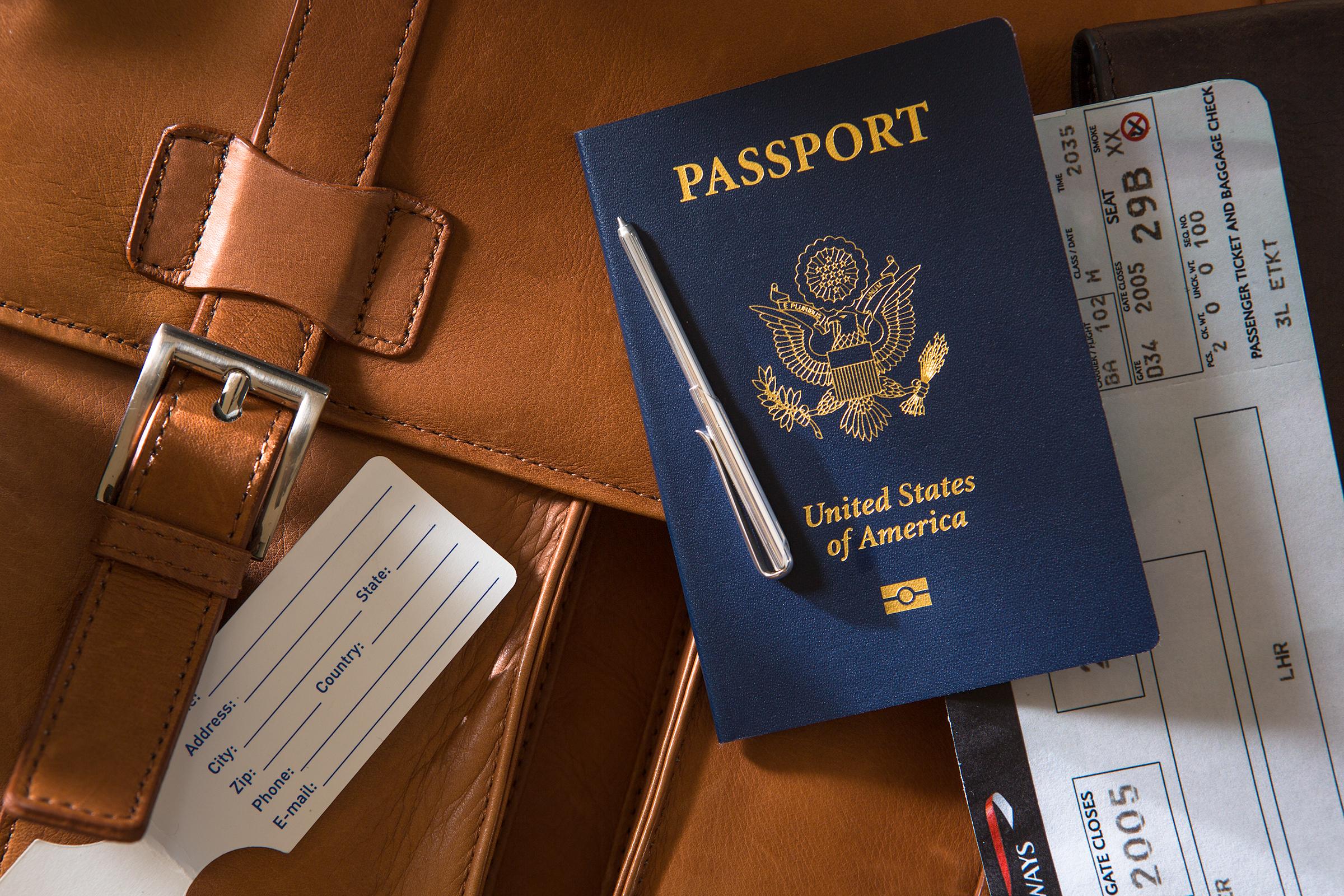passport- wallet pen