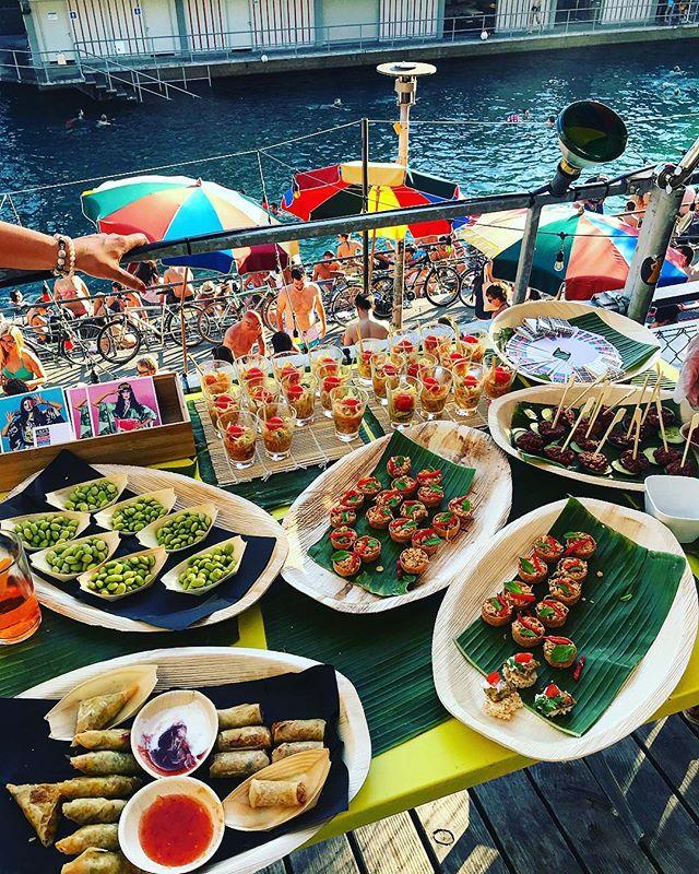 Catering by Lily's ab 30 Personen bzw.  CHF 1000 Umsatz. Mehr Details und eine Menüübersicht gibt es hier: http://www.sonnendeck-primitivo.ch  https://lilys.ch/  #asian #food #catering #sonnendeck #summer #lilys #bestintown @primitivo_obererletten #zurich_switzerland @lilys_eateries @zurich.foodguide