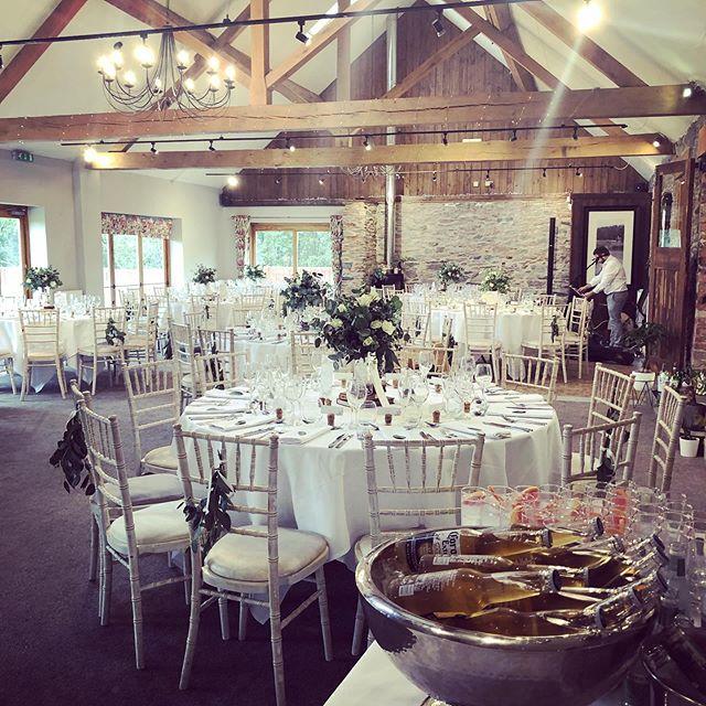 Congratulations Mr & Mrs Shuttlewood! #weddingday #weddingcake #countryvenue #perfectday