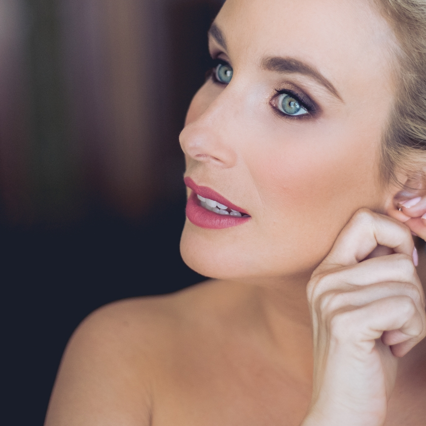 makeup - One hour of total pampering! Uber-luxe high definition makeup designed for lasting power.45 min-1 hour