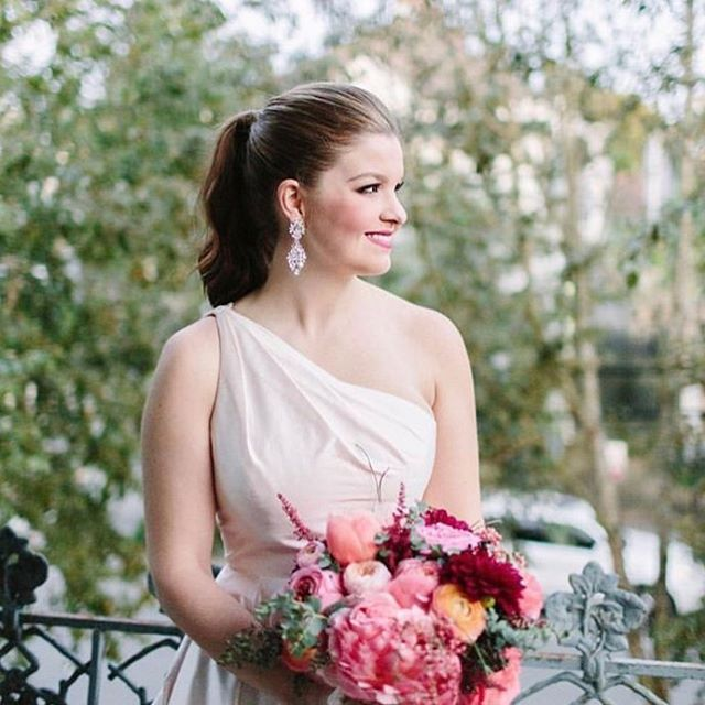Looking into 2019 with all smiles 💕#beauty #photography #herecomesthebride #bridal #eventplanner #hairstyles #love #floral #makeupartist #wedding #southernbrides #dream