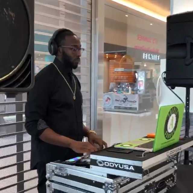 It was a pleasure to play at @swarovski inside @devonshiremall this weekend 💎🦢 . . . #dj #tripleasounds #retaildj #swarovski #devonshiremall #windsor #diamonds #yqg #serato #logo #controller #macbook #rane #djfollow #entertainment #djforhire #gig #malldj