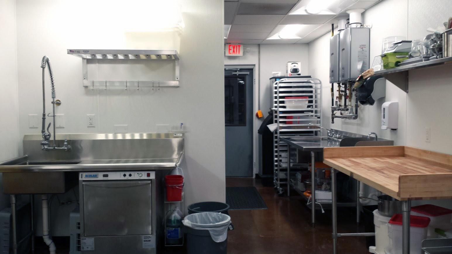 kitchen dish area.jpeg