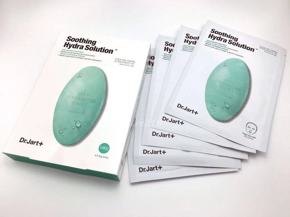 A cellulose sheet mask that soothes and calms sensitive skin caused by dehydration.