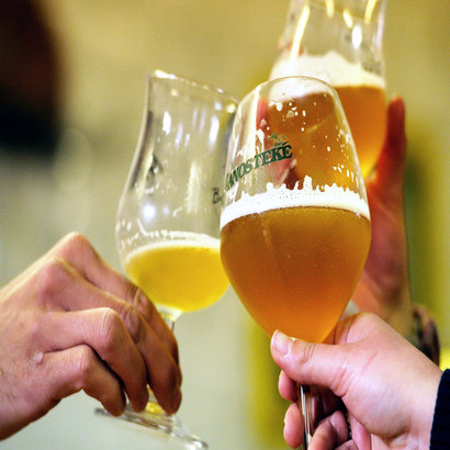 rsz_beer-toast-153359492-philippe-huguen.jpg