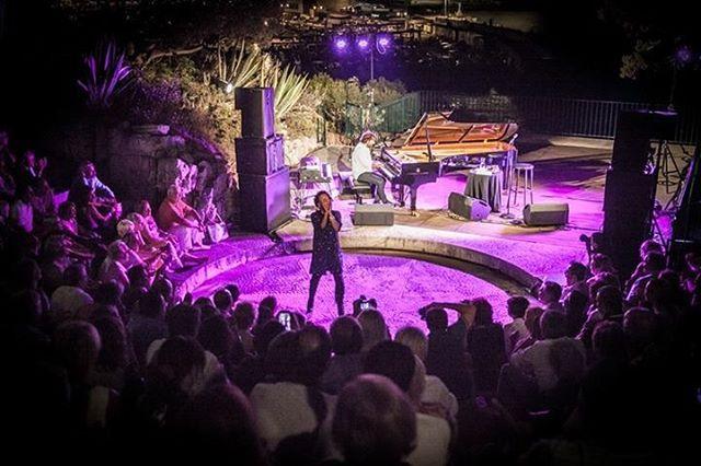 Photo: Lionel Degio #cassisjazzfestival #cassis #jazzlovers #andremanoukian #singerontheroad #france
