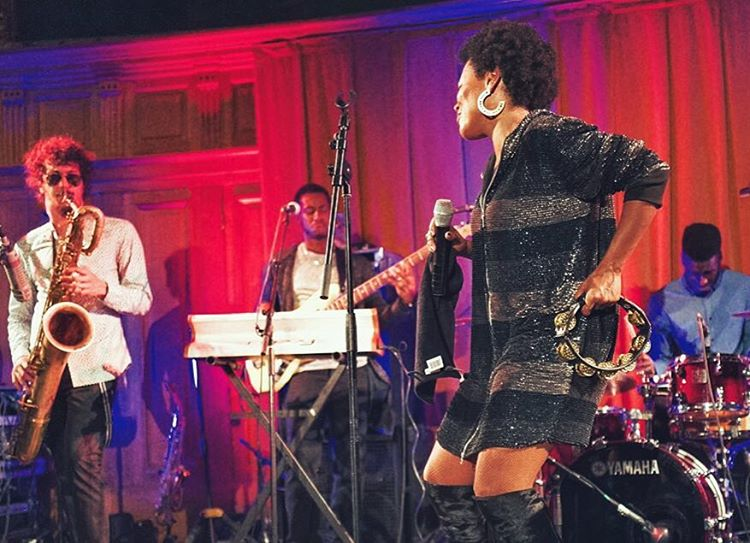 🙌🏾 On stage 😎 Next week 🙌🏾  22.06 ORLEANS,FR (Free concert)  23.06 PARIS, FR - LA MANUFACTURE 111  24.06 ASCONA, CH - JAZZ ASCONA  25.06 ASCONA, CH - JAZZ ASCONA Photo: Jean-Louis Tupin #LuigiGrasso #EmanAntwi #MarcusMcNeish #bassface 😹#lasorbonne #jazzasaintgermaindespres  (at Grand Amphithéâtre de la Sorbonne)