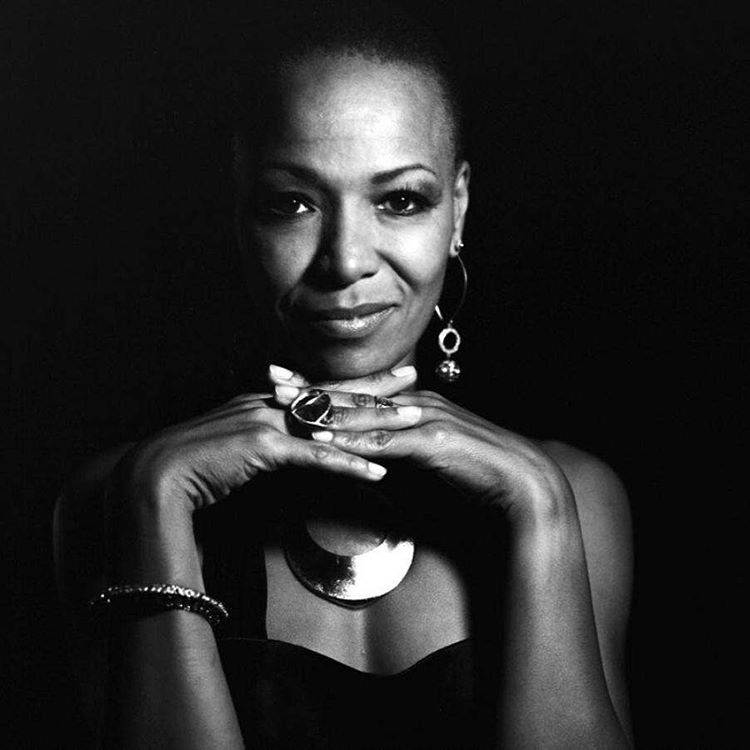 We learn to live past our past and open our heart and mind to the present and the future. This woman's Personnal and musical journey inspires me so. 💗🙌🏾🙏🏾 #lisasimone #podcast  http://goo.gl/j1hmR9  Subcribe iTunes  https://itun.es/fr/bkZ6_.c  #madeinchina #tsfjazz #LalahHathaway #JohnLeeHookerJr #LorraineFeather #CarleenAnderson #SyleenaJohnson #NikkaCosta #BookerTJones #NenehCherry #TSMonk #StephenMarley #FrankSinatraJr  (à Tsf Jazz)