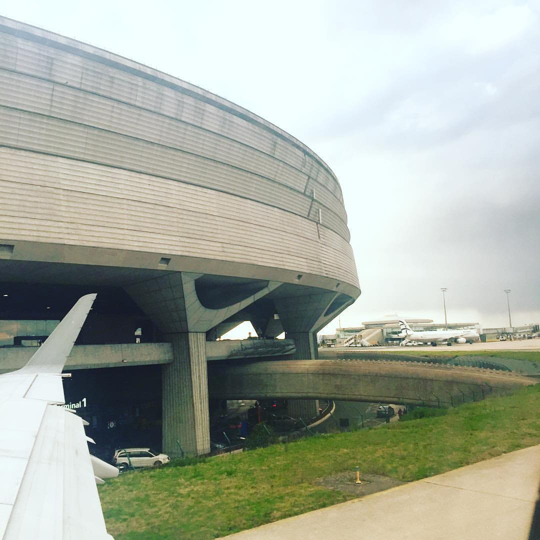 When I was little I always thought #CDG #terminal1 looked like a super cool space station from #startrek 🖖🏾It still does #trekkie #architect #paulandreu  (à Aéroport de Paris-Charles-de-Gaulle - Terminal 1)