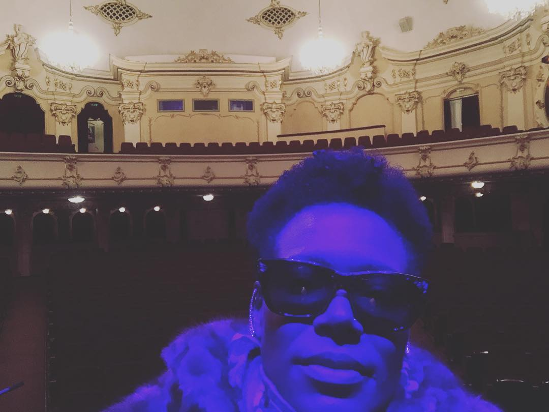 """Kind of blue. Home for the evening. Trying to keep my cool 😎 #riga #kinosplendidpalace #singerontheroad  (à Kino """"Splendid Palace"""")"""