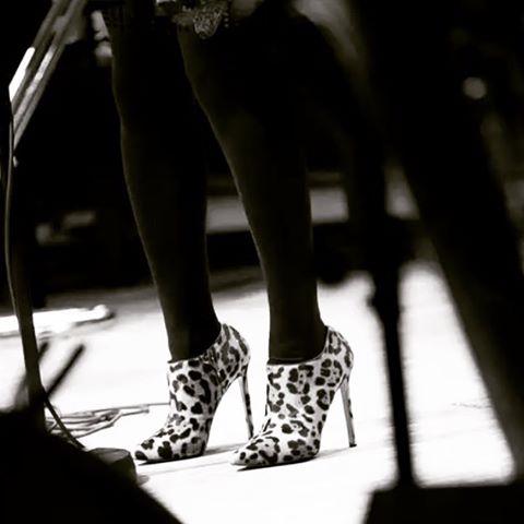 Shoes @louboutinworld Tights @wolfordfashion #Switzerland #singerontheroad 📷: Yvan Laubscher 👠