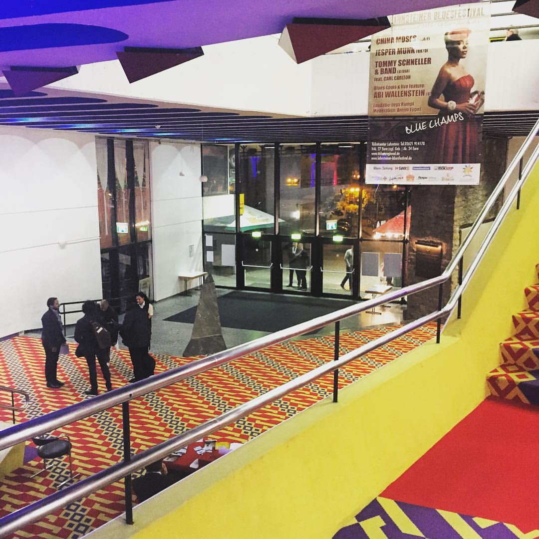 The carpet last night was everything. #lahnstein #lahnsteinerbluesfestival #germany #colors #pop #singerontheroad #yestherewhereposterseverywhere