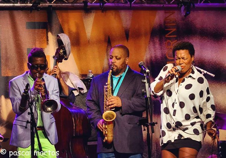Just one of the guys. Such an honor to have shared the stage with these amazing musicians. To listen click the link in bio 👆 #royhargrove #justinrobinson #royhargrovequintet #newmorning #paris #ihearditthroughthegrapevine #lifemoments #onstage 🎶🙏🏾💕