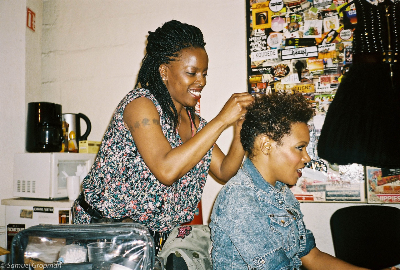 EGOPIC :  Nadeen Mateky  making me look pretty for my concert at the New Morning, Paris.