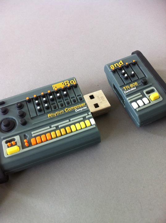 JE VEUX. Cle USB Roland TR 808
