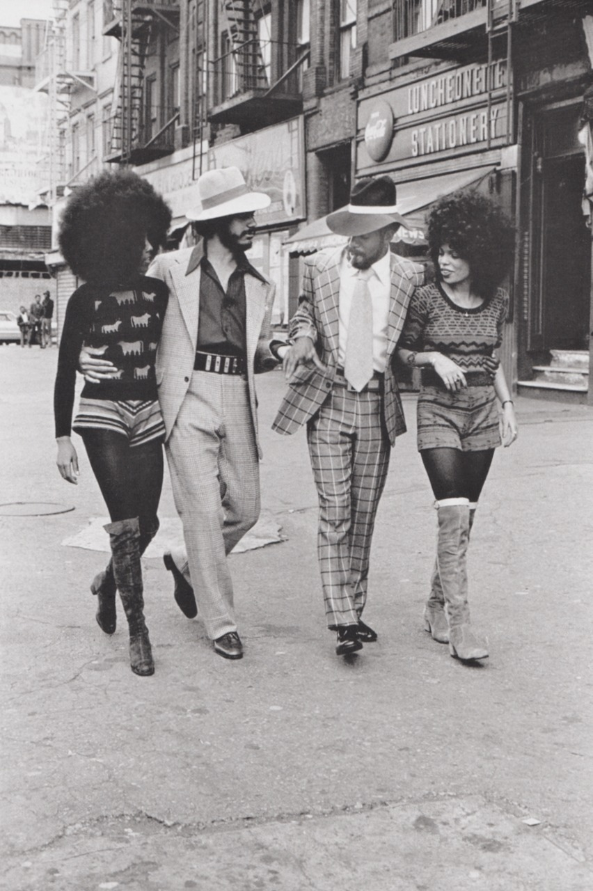 THE RETURN OF THE AFRO. WAITING FOR MY HAIR TO GROW  .      paperspots :     Image from the Harlem series (1970) by Anthony Barboza.