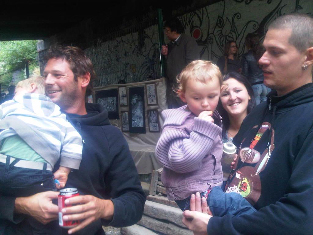Ben Pradat (drums) and son + Nico Lurie (guitare) and daughter. Alarash free concert!