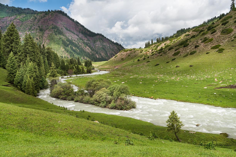 A short walk up the valley at Jeti Ögüz
