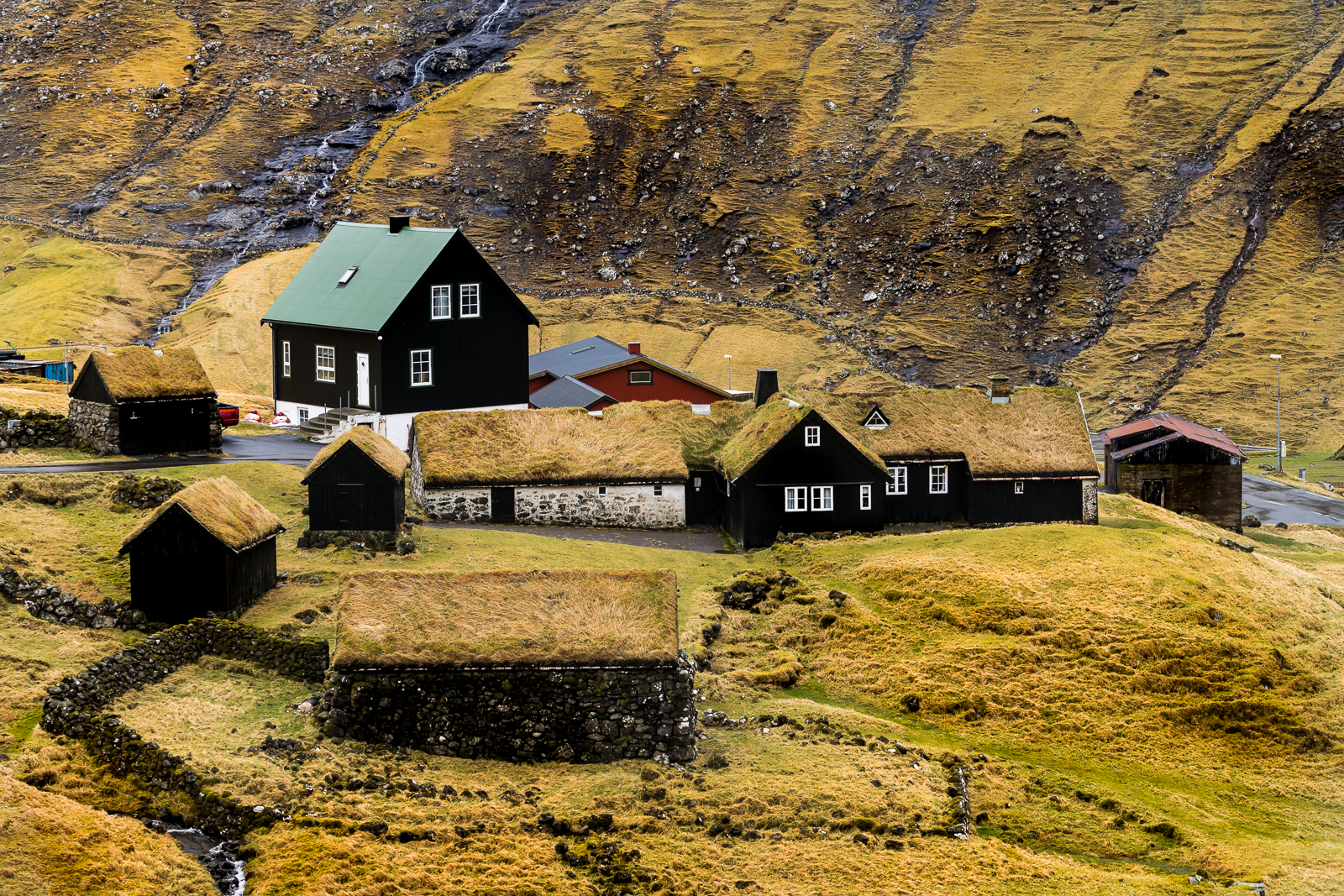 Saksun village as seen from the trail connecting the village with Tjörnuvik