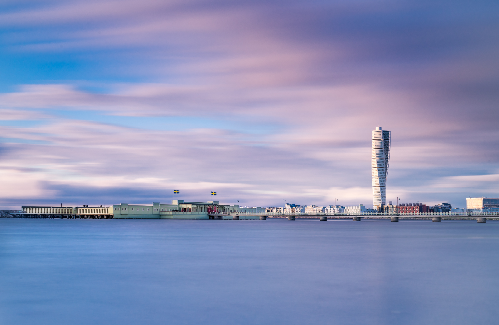 Kallbadhuset and Turning Torso in the same photo. Sweet !!