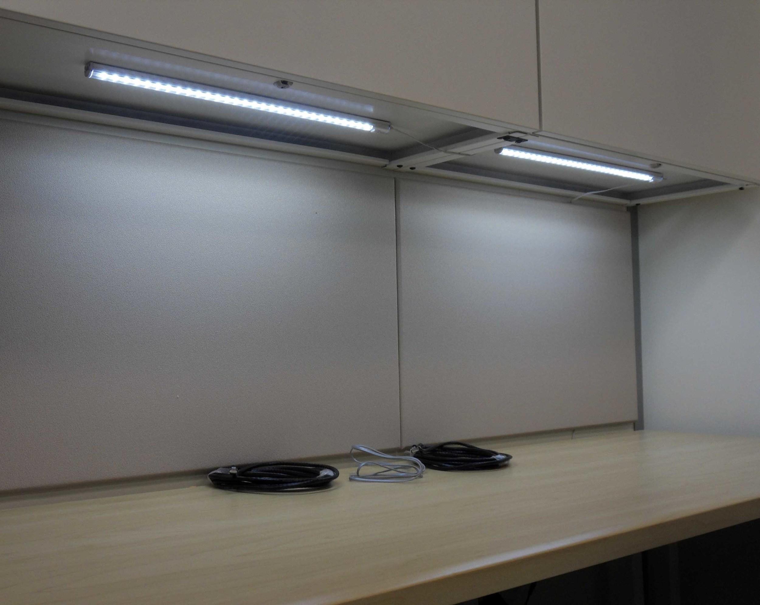 Workstation_LED_Undercabinet3.jpg