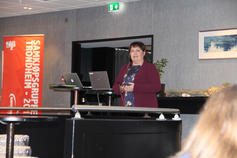 Kristine Hartvigsen og Inger Birkevold, fra Norgesgruppen innovasjon, med et innlegg om forbrukertrender.