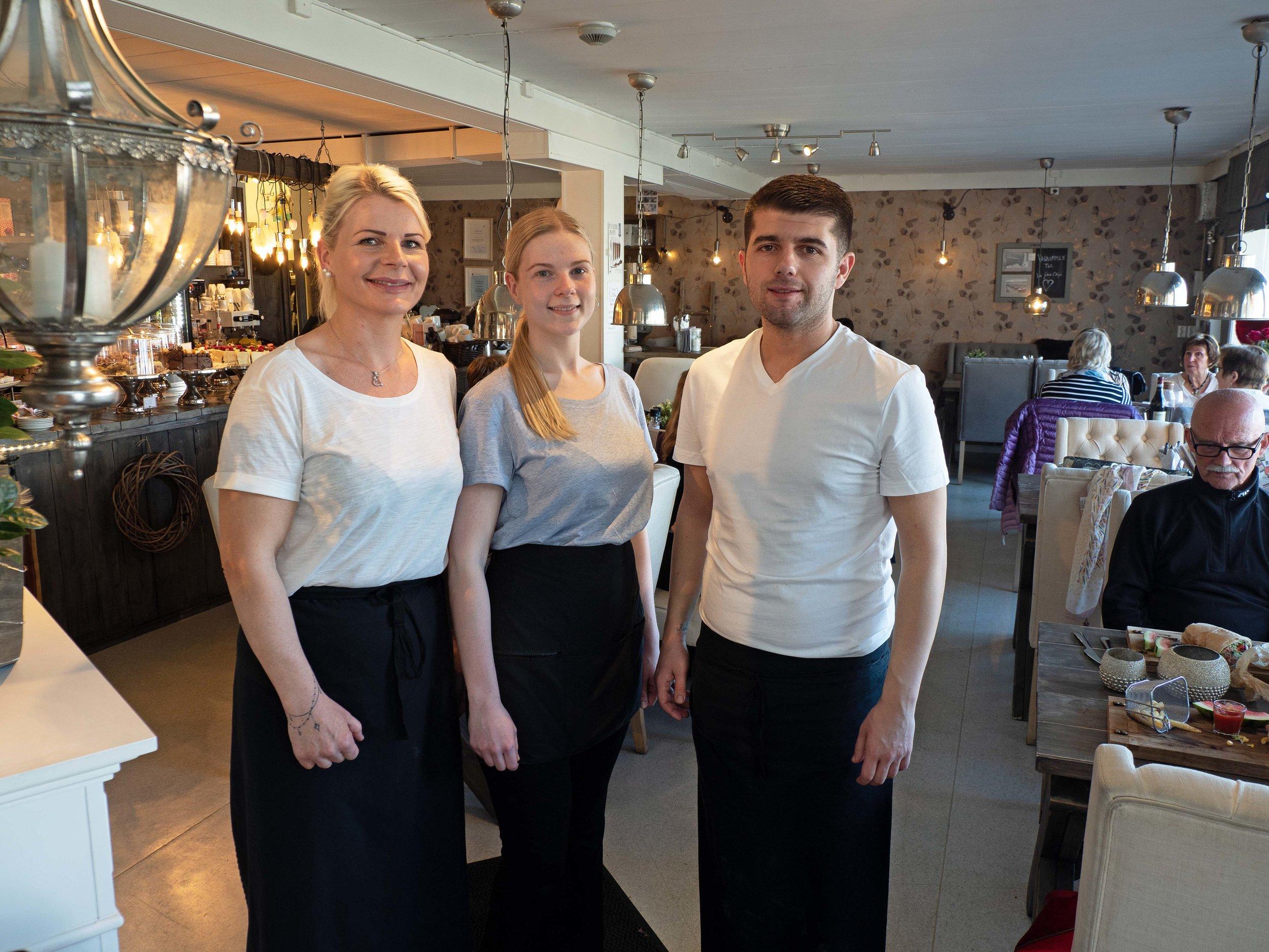 Her er tre av Vi Fire – Agnete Fossum (til venstre), Cecilie Fossum og Dzhozhkun Mustafov.