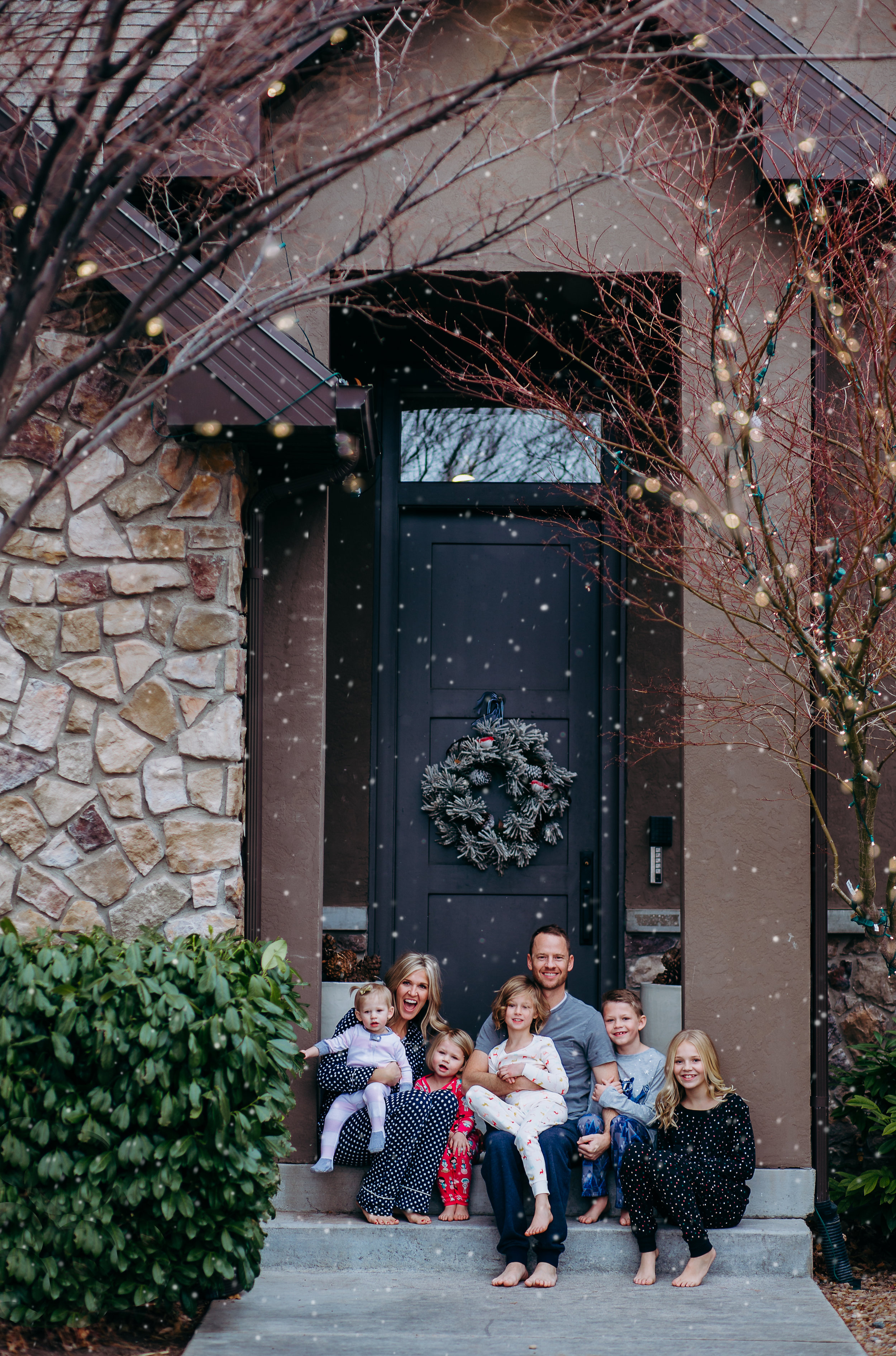 In-home family snuggle session on bed {Utah lifestyle photographer}