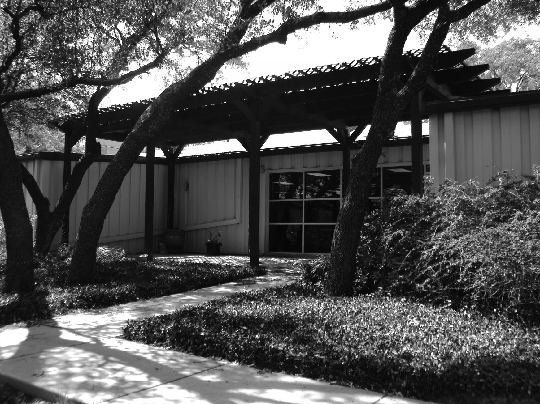 _Casa Helotes existing photo-bw.jpg