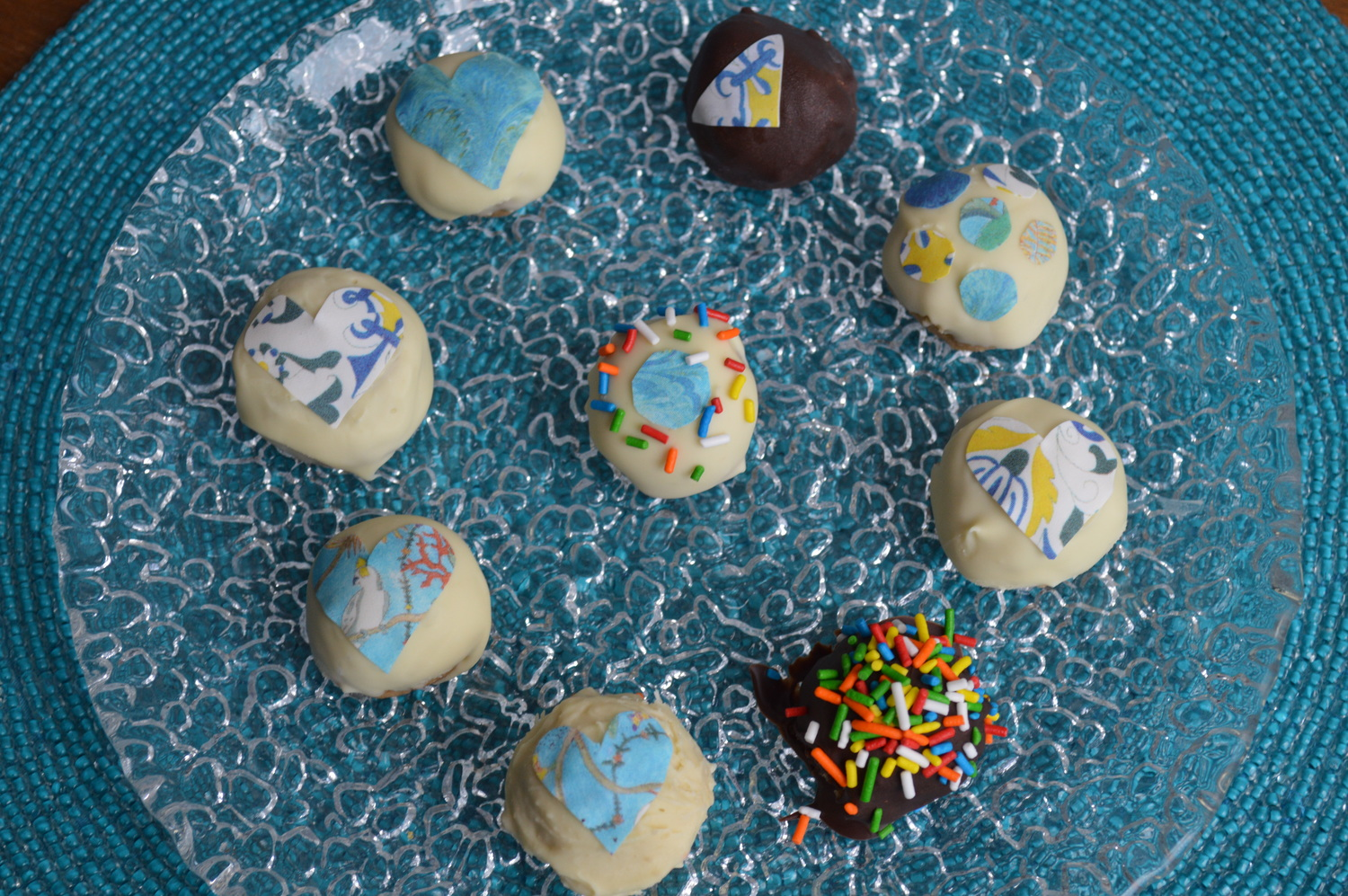 White chocolate and milk chocolate  peanut butter cake balls with  Chefanie Sheets