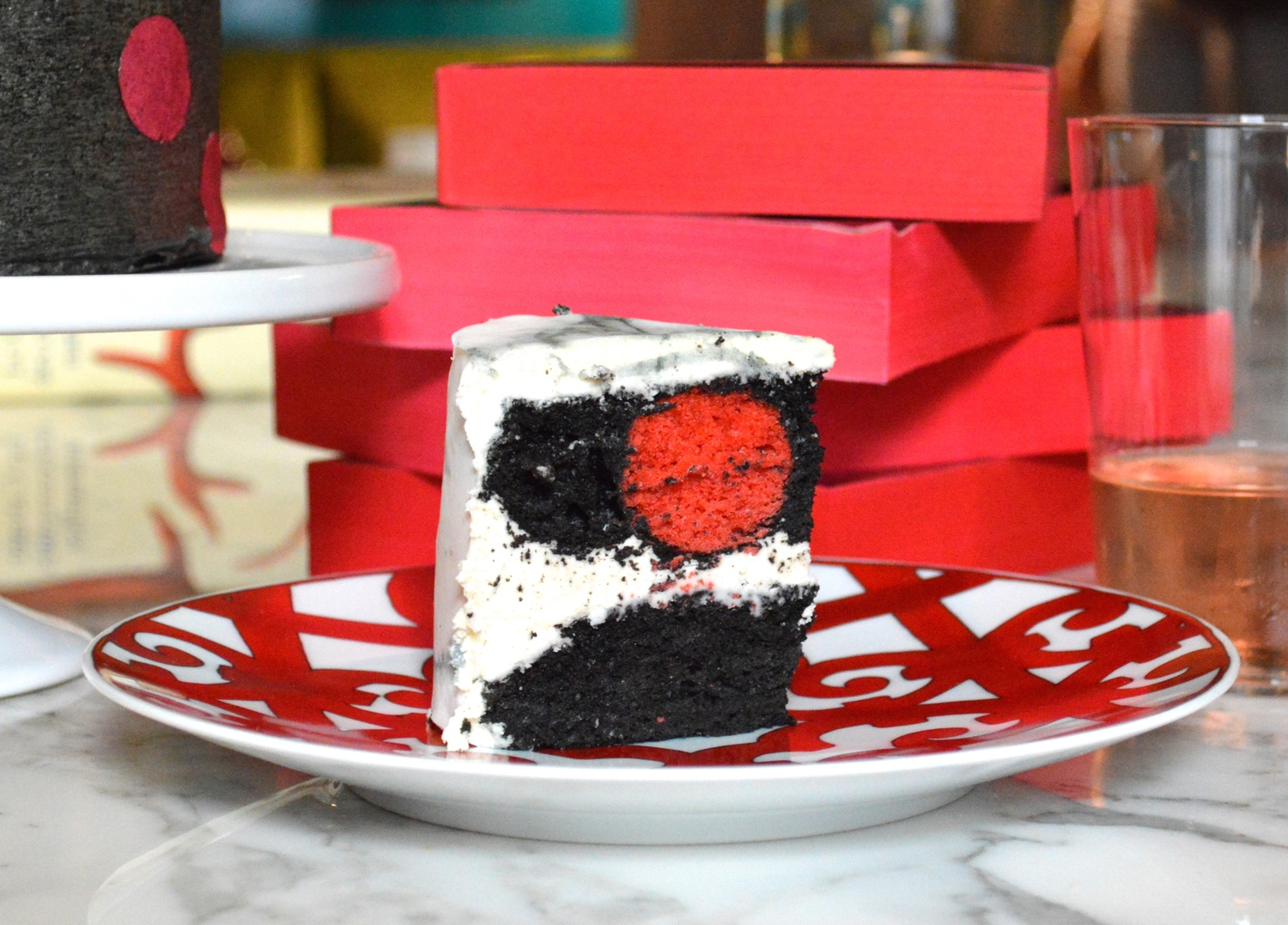 Valley of the Dolls -inspired cake with  Carrara Chefanie Sheets
